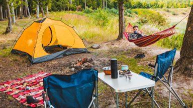 Co sbalit na dovolenou pod stan?